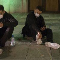 Así fue la noche al raso en Granada de Ibibi, Bonod y los 14 chicos argelinos