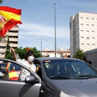Fotos: la manifestación de Vox ya recorre el Centro de Granada en coche