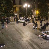 Los inmigrantes de Motril pasan la noche en el Paquillo Fernández