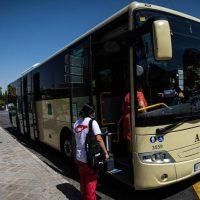 La reducción a la mitad de los autobuses de los pueblos enfrenta a alcaldes y Junta