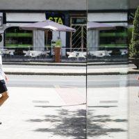 Granada registra 53 nuevos contagios y un ingreso más en UCI