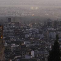La contaminación del aire por dióxido de nitrógeno se reduce en Granada un 31% en el primer trimestre