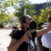 """Pedro Sánchez en Granada dice que España va """"en línea recta a la inmunidad de grupo"""""""