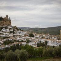 Salud baja el nivel de alerta en Granada capital y mantiene el cierre de Montefrío