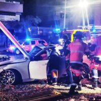 Se estrella contra una farola en Granada tras conducir en estado de embriaguez